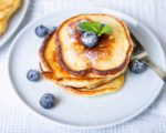 Dzieci uwielbiają takie śniadania! Domowa alternatywa dla kremu czekoladowo – orzechowego, pancakes z serka homogenizowanego, brioszki