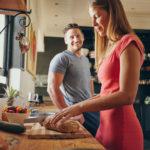 Jednym z niezawodnych sposobów na poprawę nastroju jest jedzenie – proste, pyszne, przywołujące nasze najlepsze wspomnienia. W jaki sposób smak ulubionych potraw może wprawić nas w lepszy nastrój?